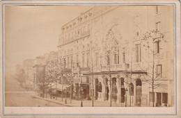 ***PHOTOGRAPHIE ***  PARIS  Théatre De La Porte Saint Martin Et Boulevard -  16cm X 9.5cm - Anciennes (Av. 1900)