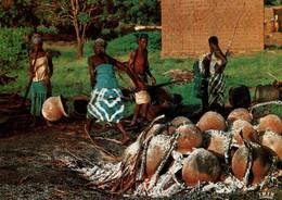 CPM - AFRIQUE EN COULEURS - Cuisson Des Poteries - Photo Renaudeau - Edition IRIS - Other