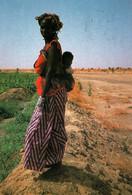 CPM - AFRIQUE - FEMME Portant Son Enfant - Edition Unicef - Other