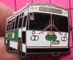 113b Pin's Pins / Beau Et Rare / THEME : TRANSPORTS / AUTOBUS ROUTIER CANADIEN BLANC ET VERT N°1513 Double Attache - Trasporti