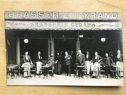 CARTE PHOTO PARIS 18eme GRANDE BRASSERIE CYRANO A COTE MOULIN ROUGE LEON MARTELLIERE - Paris (18)