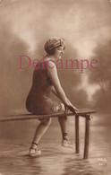 CPA Fantaisie - Jolie Jeune Femme En Maillot De Bain - Baigneuse Baigneur - 1918 - Mujeres