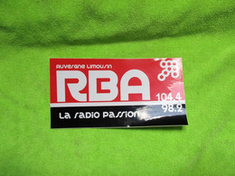 AUTOCOLLANT DE RADIO BORT ARTENSE N°2 LA RADIO PASSION 104.4 /98.2 AUVERGNE LIMOUSIN - Stickers