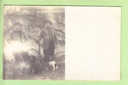 SPORT : La CHASSE - Carte Photo : 2 Chasseurs , Leurs 2 Chiens Et Leurs Fusils -  2 Scans - Hunting