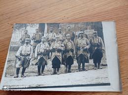 RARE CARTE PHOTO//GROUPE  DE    SOLDAT UNIFORME// FUSIL BAIONETTE//A IDENTIFIER - Personen