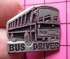1719 Pin's Pins / Beau Et Rare / THEME : TRANSPORTS / AUTOBUS ROUTIER ACIER ET NOIR BUS DRIVER Double Attache - Trasporti