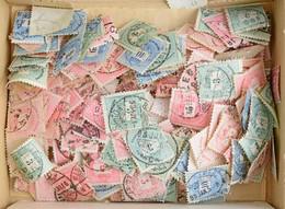 O Minimum 300 Db Krajcáros Bélyeg ömlesztve Kis Dobozban, átnézetlen Anyag / Minimum 300 Unchecked Krajcár Stamps In A B - Non Classificati