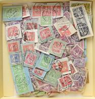 O ~900 Db Turul Bélyeg és Kivágás Dobozban / ~900 Turul Stamps And Cuttings In A Box - Non Classificati