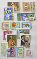 ** Modern Magyar Bélyegek Közepes Berakóban és Borítékokban / Modern Stamps In Medium Size Stockbook + Envelopes - Non Classificati