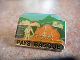 A065 -- Pin's Pays Basque - Ciudades