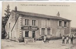 52, Haute-Marne, VAUX-sous-AUBIGNY, Café Restaurant De La Gare, Personnages, Scan Recto-Verso - Other Municipalities