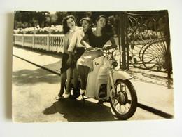 GUZZI  MOTO  GALLETTO  PIN UP FEMME DONNA   MOTO MOTOS SCOOTER  MOTOCICLO  POSTCARD UNUSED  FORMATO GRANDE  FOTOGRAFICA - Motorräder