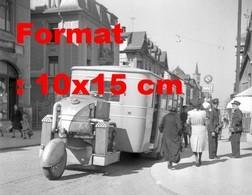 Reproduction D'une Photographie Ancienne De L'arrière D'un Bus Avec Gazogène à Bois à Zurich En 1946 - Riproduzioni