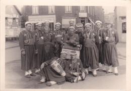 Ancienne Photographie  Groupe Folklorique - Persone Anonimi