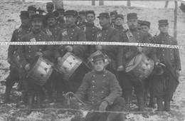 1910 - 1914 / CARTE PHOTO / 98e RI ( ROANNE ) / TAMBOURS ET CLAIRONS / MUSICIENS / 98e REGIMENT D'INFANTERIE - Guerra, Militares