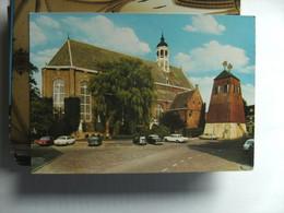 Nederland Holland Pays Bas Sneek Met Martinikerk En Oude Auto's - Sneek