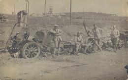 K20 - MILITARIA - Des Soldats Français Posent Devant La Carcasse D'un Camion Détruit - War 1914-18