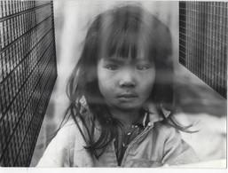 ASIE PORTRAITS PHOTOGRAPHIES ORIGINALES JEUNE ENFANT FILLE LOT DE DEUX PHOTOGRAPHIES ARTISTIQUES VINTAGE - Persone Anonimi