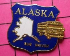 113a Pin's Pins / Beau Et Rare / THEME : TRANSPORTS / ALASKA BUS SCOLAIRE BUS DRIVER - Trasporti