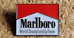 Pin's AUTOMOBILE SPORT F1 - Cigarettes MARLBORO World Championship Team - Peint Cloisonné - Fabricant WINNER - F1