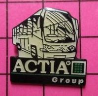 113b Pin's Pins / Beau Et Rare / THEME : TRANSPORTS / AUTOBUS ROUTIER BLANC ACTIA GROUP - Trasporti