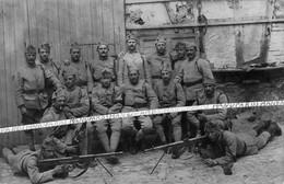 1919 / CARTE PHOTO / 98e RI ( ROANNE ) / FUSIL MITRAILLEUR CHAUCHAT / 98e REGIMENT D'INFANTERIE / FM / POILUS - Guerra, Militares