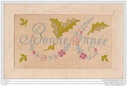 """Carte Brodée : """""""""""""""""""""""""""""""" Bonne  Année  """"""""""""""""""""""""""""""""   - (feuilles De  Houx Avec Petites Fleurs) - Bordados"""