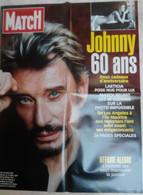 AFFICHE PARIS MATCH GRAND FORMAT JOHNNY HALLYDAY  60 ANS  JUIN 2003 LAETICIA POSE NUE POUR LUI - Posters