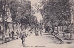 Y21- TENES (ALGERIE) RUE D ' ORLEANSVILLE  - ( ANIMEE - HABITANTS - ZOUAVES -  2 SCANS ) - Autres Villes