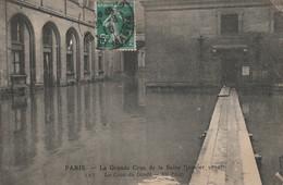 V25-75) PARIS -  LA GRANDE CRUE DE LA SEINE - LA COUR DU DEPOT - De Overstroming Van 1910