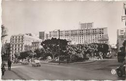 ORAN (ALGERIE) LE SQUARE GANDOLPHE ET LA CITE LESCURE (VOITURES RENAULT 4CV - PEUGEOT 203 - OBLITERATION 1959 - 2 SCANS) - Oran