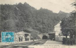 CPA 08 Ardennes CHATEAU REGNAULT La Gare Et Les Quatre Fils Aymon La Vallé De La Meuse - Otros Municipios