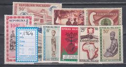 Madagascar  Année Complète 1964  XX Poste 394 à 400, Poste Aérienne 95 à 96, Les  9 Valeurs Sans Charnière, TB - Madagascar (1960-...)