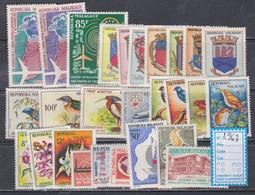 Madagascar  Année Complète 1963  XX Poste 376 à 393, Poste Aérienne 88 à 94, Les  27 Valeurs Sans Charnière, TB - Madagascar (1960-...)