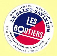 AUTOCOLLANT - BAR HOTEL RESTAURANT LE SAINT-SAVINIEN - LES ROUTIERS - JACQUELINE ET CLAUDE - 17350 SAINT-SAVINIEN - Stickers