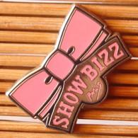 Joli Pin's Show Bizz Paris, Zamac, TBQ, Pins Pin. - Music