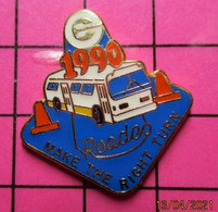 420 Pin's Pins / Beau Et Rare / THEME : TRANSPORTS / AUTOBUS ROUTIER BLANC 1990 ROADEO MAKE THE RIGHT TURN - Trasporti