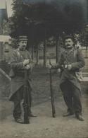27 - BERNAY - Soldats Posant Avec Leurs Fusils - Carte Datée 1907 - Walter, Photographe - Bernay