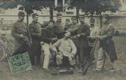 27 - BERNAY - Soldats Au Salon De Coiffure - Carte Datée 1907 - Walter, Photographe - Bernay