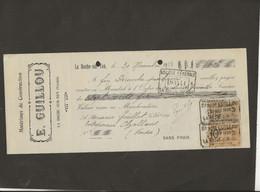 LETTRE DE CHANGE - MATERIAUX DE CONSTRUCTION -E. GUILLOU -LA ROCHE SUR YON -VENDEE -ANNEE 1923 - Bills Of Exchange