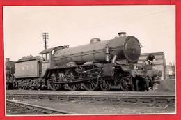 LNER  STANDARD SANDRINGHAM CLASS  RAILWAY STEAM LOCOMOTIVE TRAIN ENGINE  HOUGHTON HALL NO 2812 AT STATFORD UK - Trains