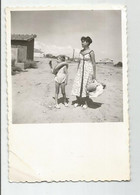 Woman And Boy Go To The Beach   Li325-470 - Anonymous Persons