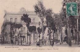 B21- SIDI BEL ABBES (ALGERIE) SQUARE PASTEUR - ( ANIMEE  - HABITANTS ) - Sidi-bel-Abbès