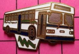 113a Pin's Pins / Beau Et Rare / THEME : TRANSPORTS / AUTOBUS URBAIN BLANC METRO TRANSIT - Trasporti