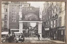 CPA PHOTO 43 - LE PUY - Jubilé 1932 - Rue Vibert ANIMATION MAGASINS Café De LYON TB Publicité BERGER AUTOMOBILES CYCLES - Le Puy En Velay