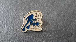 PINS  SPORT  PLONGÉE Sous Marine   20 Ans  Chelles Champs - Diving