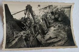 Bateaux. Militaire. Guerre. Pont De L'Audacieux Ravagé Par Les éclats D'obus. 1939-1945. - Barche