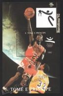 Sao Tome & Principe 1992 Yvert BF 137, Sports. Barcelona Olympic Games, Basketball - Miniature Sheet - MNH - Sao Tome And Principe