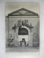 MILITARIA - VERSAILLES - La Caserne Du Génie - La Porte (animée) - Caserme