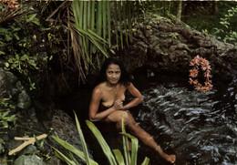 Vahine Au Bain - Femme Seins Nus - Tahiti